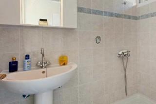 accommodation diona ramona bathroom